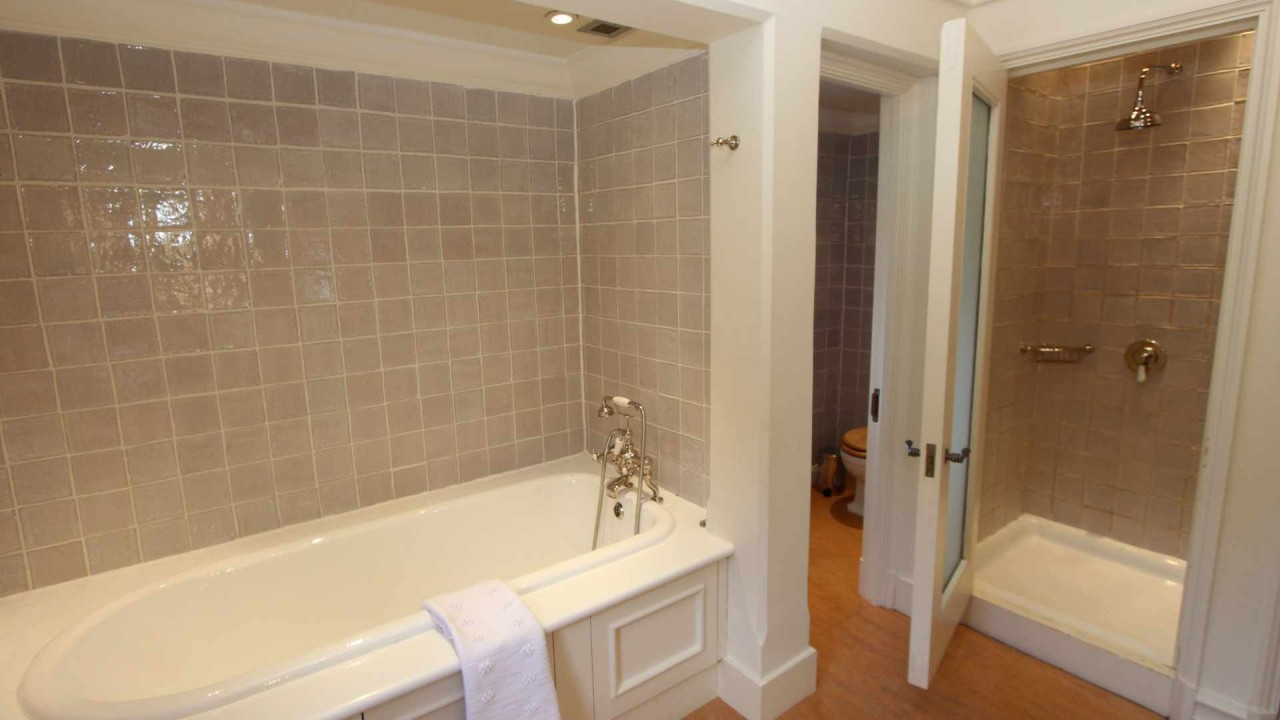 bathroom fitters manchester